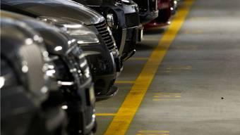 Beim Ausparkieren verursachte der Lenker einen Sachschaden von mehreren Tausend Franken.