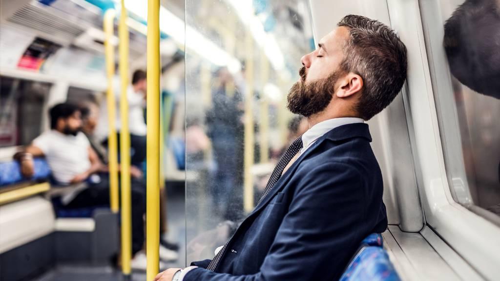 Betrunken mit 5,24 Promille in S-Bahn - «Schlafen Polizei, bitte»