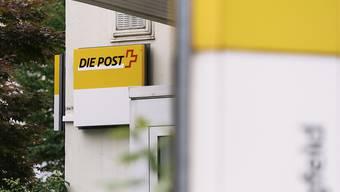 Die Schliessung von Poststellen war am Donnerstag einmal mehr Thema im Parlament. Die unzufriedenen Räte verlangen von der Post ein Konzept mit transparenten Kriterien. (Themenbild)