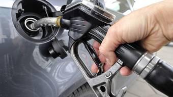 Zum Ferienbeginn entwickeln sich die Treibstoffpreise ungewöhnlich.