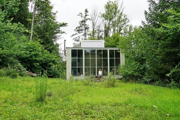«Einmaliger Ort»: Heutzutage schaut Enkelin Ursula Walder (im Bild) dem Gebäude.