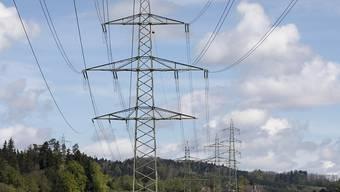 Das Parlament arbeitet an einer neuen Strategie für den Ausbau des Schweizer Stromnetzes. Noch streiten die Räte über die Details. (Archivbild)