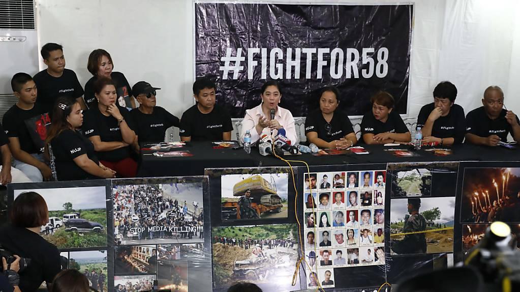 Verwandte der Opfer verfolgen den Prozess in Manila.