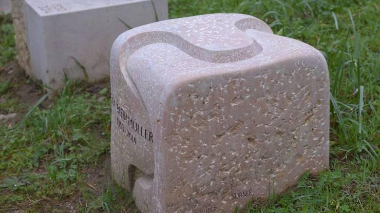 Der von Alois Grüter organisch geformte Liesberger Kalkstein auf dem Wiesengrab fügt sich nahtlos in den Friedhof ein. Für die Jury vermittelt er Zuversicht und Geborgenheit.