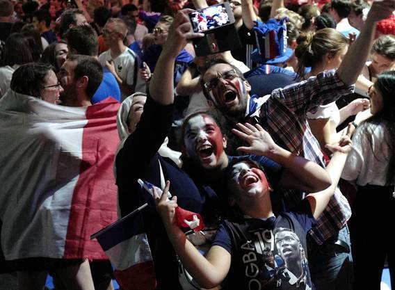 Auch die französischen Fans sind in Ekstase.