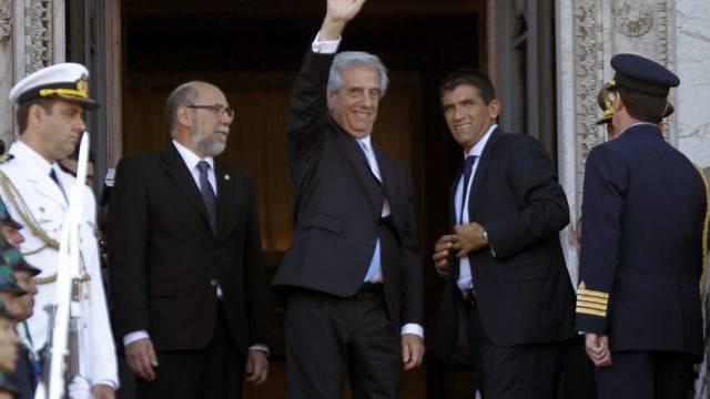 Präsident Tabaré Vázquez (Mitte), Vize-Präsident Raúl Sendic (r.)