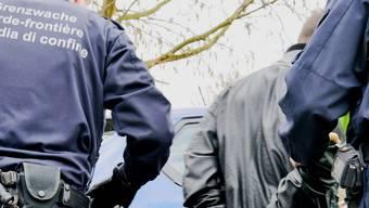 Die Grenzwächter kontrollierten zwei Jugendliche, die sich nicht ausweisen konnten. (Symbolbild)
