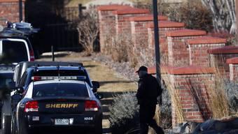 Der Täter feuerte aus einem Wohnungskomplex heraus rund 100 Schüsse auf die anrückenden Polizisten ab.
