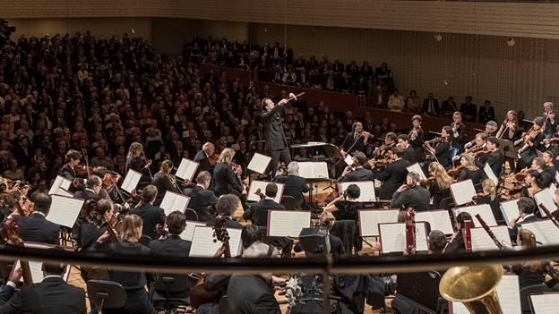 Andris Nelsons fleht um Klang und Ausdruck – und erhält vom Lucerne Festival Orchestra die schönsten Grossartigkeiten.