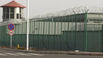 George Orwell lässt grüssen: Ein sogenanntes Umerziehungslager (Bild: Dezember 2018) für Uiguren im 1949 von Maos Kommunisten besetzten Ost-Turkestan - chinesisch heute: Xinjiang. Die Bezeichnung Konzentrationslager für Gehirnwäsche und Folter wäre zutreffender, glaubt man Menschenrechtlern.