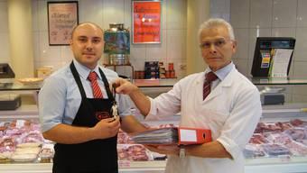 Ende Monat übergibt Michele Ricci (rechts) den Schlüssel seiner Metzgerei in der Kronengasse an Ivan Sekulic. Marina Bertoldi
