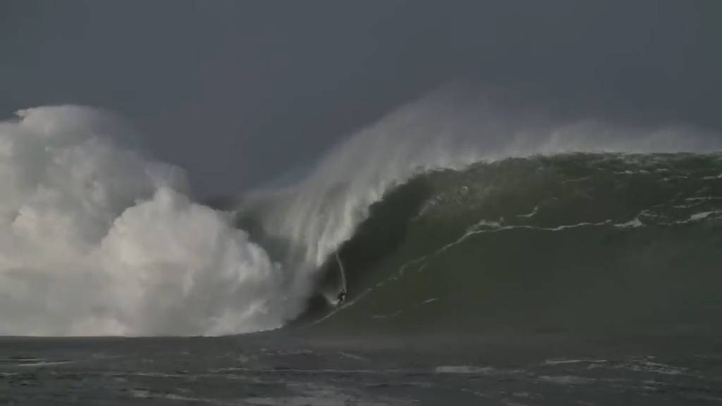 Ire reitet 18 Meter hohe Monsterwelle