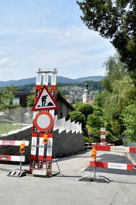 Die Zufahrt zur Baustelle im Schönenwerder Rotenhof erfolgt über Schmiedengasse, Untere Holzstrasse und den steilen Reservoirweg (Bild) .