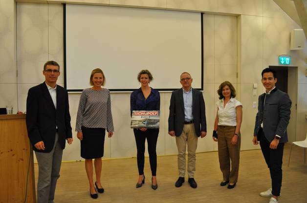 v.l.n.r. die beiden Grossräte Lukas Pfisterer und Suzanne Marclay-Merz, Referentin Miriam Ragaz-Gassler, Stadtpräsident Hanspeter Hilfiker (alle FDP) sowie Brigitte Schwaller (CVP) und Jannick Berner (FDP).