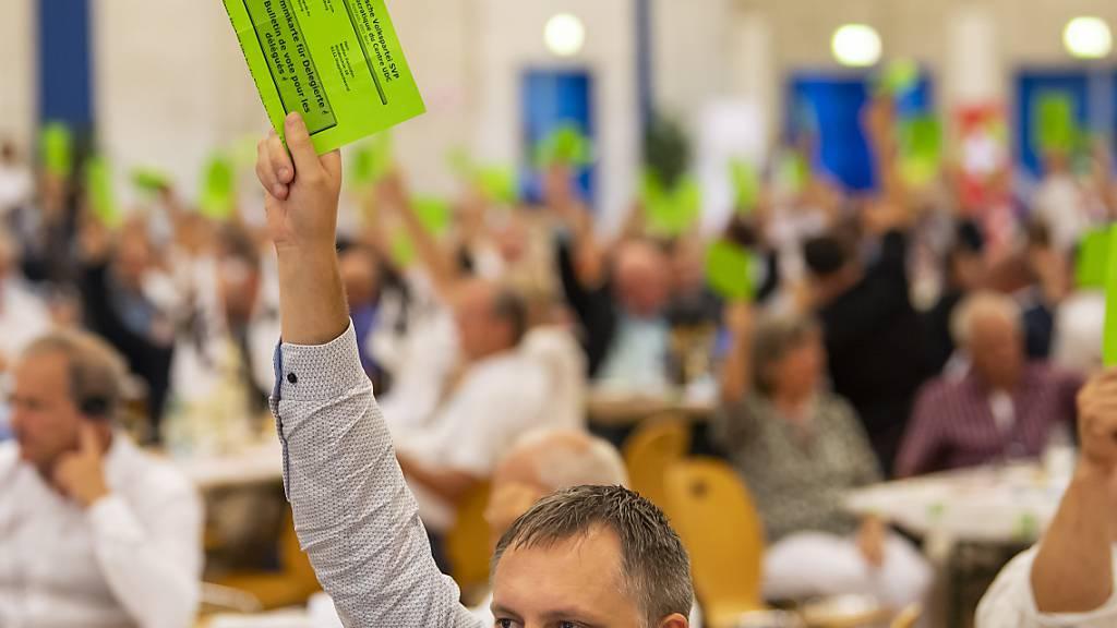 Die SVP-Delegierten unterstützen das zweite Referendum gegen das Covid-19-Gesetz. Kritisiert wird vor allem das Covid-Zertifikat.