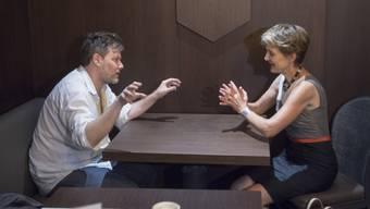 Regisseur Milo Rau (l) und Bundesrätin Simonetta Sommaruga. (Archivbild)