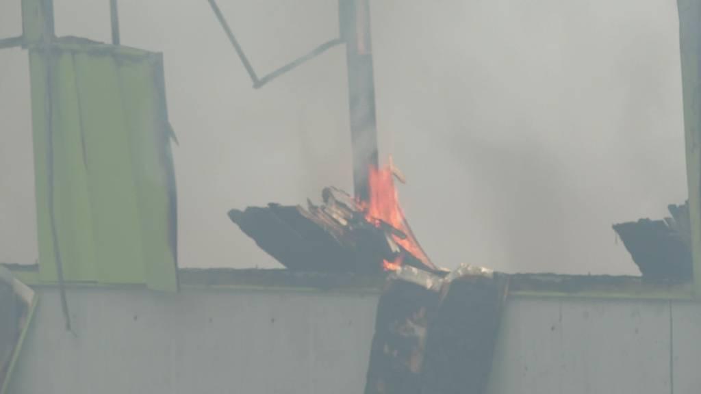 Nach rund 24 Stunden: Brand bei Recycling Center gelöscht