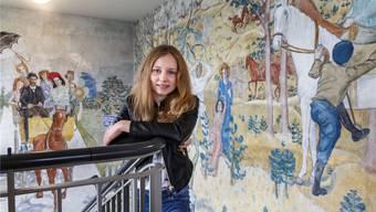 Am Fresko von Hans Berger vorbei wird Aline Sury in der Kantonsschule Solothurn nun regelmässig von Schulzimmer zu Schulzimmer eilen.