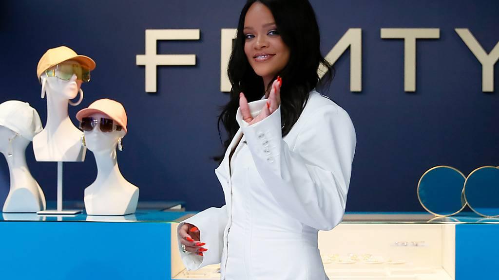 ARCHIV - Rihanna stellte die erste Kollektion ihres Modelabels «Fenty» 2019 in Paris vor. Foto: Francois Mori/AP/dpa