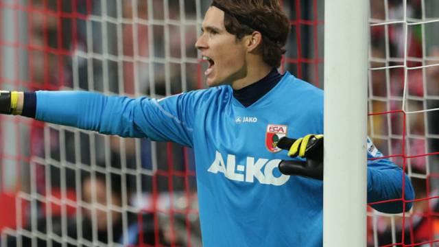 Goalie Marwin Hitz schiesst Augsburg zum 2:2