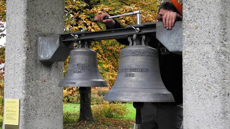 Die gestohlenen Glocken des Ortsmuseums Dietikon sind zurück – zumindest fast: Es handelt sich um Nachbildungen.