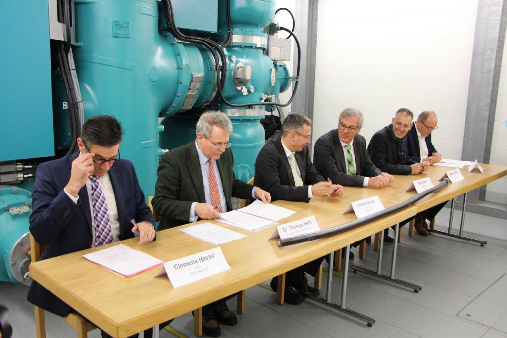 Durch die Zusammenarbeit der drei Energieversorger gibt es zwei wesentliche Vorteile. (© FM1Today/Dumeni Casaulta)