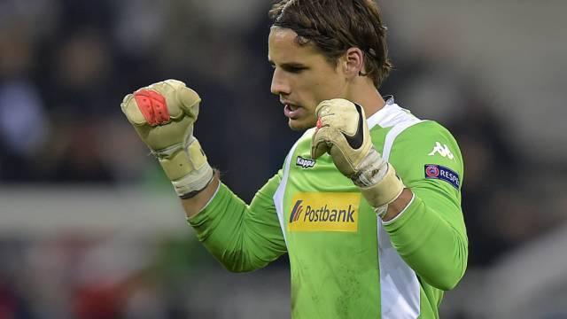 Goalie Yann Sommer feiert den 2:0-Heimsieg der Gladbacher