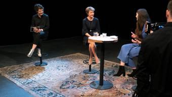Geschäftsführerin Reina Gehrig (links) an der Eröffnung der 42. Solothurner Literaturtage, mit Bundespräsidentin Simonetta Sommaruga (Mitte) und der Autorin Simone Lappert (rechts): Am Sonntag nun ist diese Ausgabe zu Ende gegangen - und Gehrig verabschiedet sich. Sie wechselt zu Pro Helvetia.