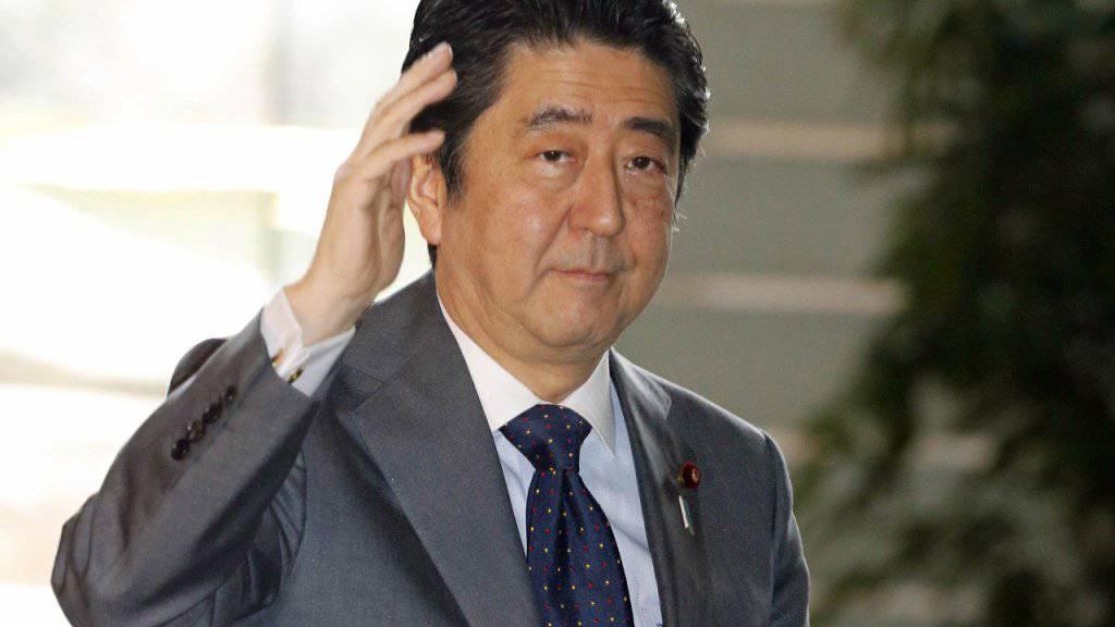 Das Kabinett des rechtskonservativen Regierungschef Japans, Shinzo Abe, hat ein Budget verabschiedet, das deutlich mehr Ausgaben für die militärische Verteidigung vorsieht.