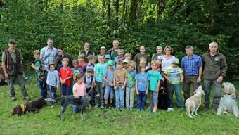 Die Jäger der Jagdgesellschaft Homberg erklärten den 21 Schulkindern das Jagen.