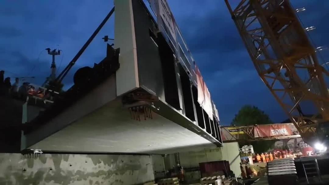 Während 52 Stunden wurde die SBB-Brücke und die Fussgängerüberführung ersetzt