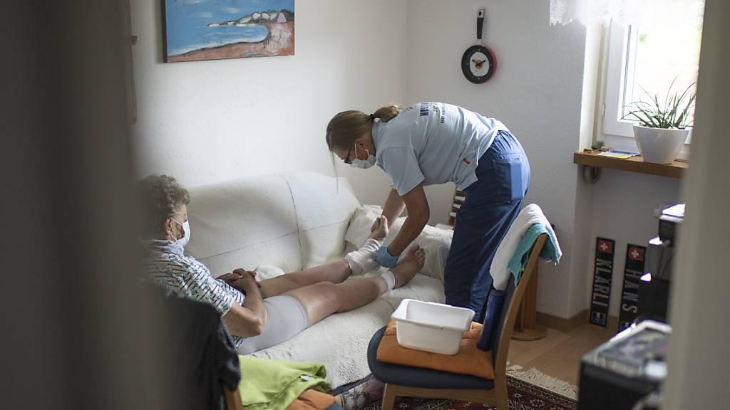 Spitex-Einsatz während der Coronapandemie: Der Kanton Uri sucht Freiwillige für Springereinsätze. (Symbolaufnahme)