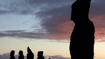 Moais-Steinstatuen auf der zu Chile gehörenden Osterinsel (Archiv)