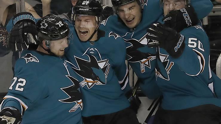 Timo Meier (2. von rechts) und die San Jose Sharks haben Grund zum Jubeln