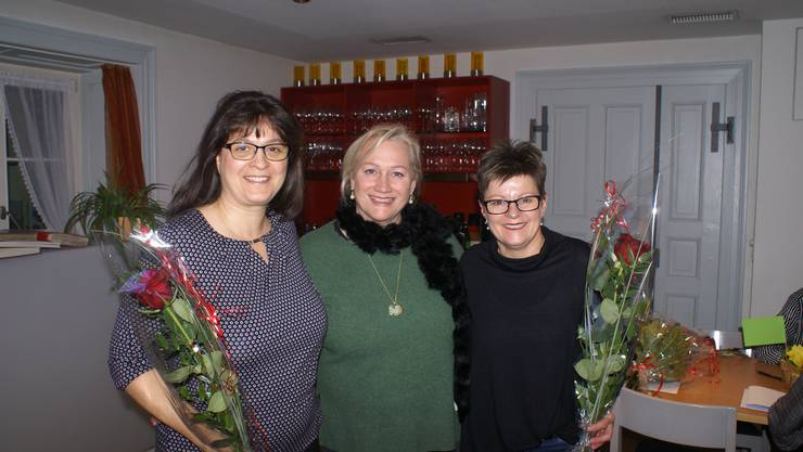 v.l. Vorturnerin Michela Paolozzi, Präsidentin Claudia Faoro und Vorturnerin Beatrix Heimgartner