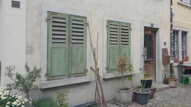 Razzia in Bremgarten: Dieses Haus an der Reussgasse wurde frühmorgens von der Polizei durchsucht.