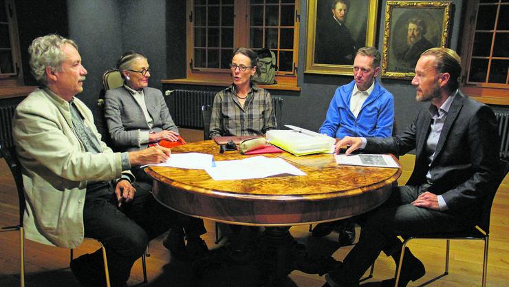 Die Kommission für das Stadtmuseum hält ihre Sitzung im Stäblisaal ab (von links): Reinhard Bodenmann, Trix Roth, PräsidentinBrigitte Süess Gremminger, Felix Müller und Heiko Dobler. Es fehlt Kurator Dominik Sieber.