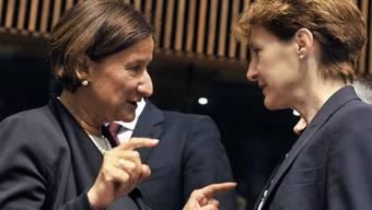 Die österreichische Innenministerin Johanna Mikl-Leitner (l) und Bundesrätin Simonetta Sommaruga in Luxemburg