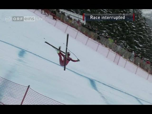 Aksel Lund Svindal blieb nach seinem spektakulären Sturz zum Glück unversehrt.