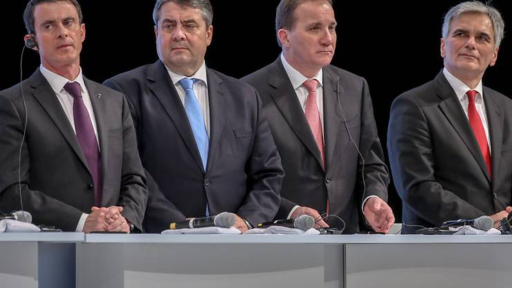 Europäische Sozialdemokraten rufen am Parteitag der SPD zum Kampf gegen Rechts auf: Frankreichs Premier Manuel Valls, Vizekanzler und SPD-Chef Sigmar Gabriel, Schwedens Premier Stefan Löfven und Österreichs Kanzler Werner Faymann (von links)