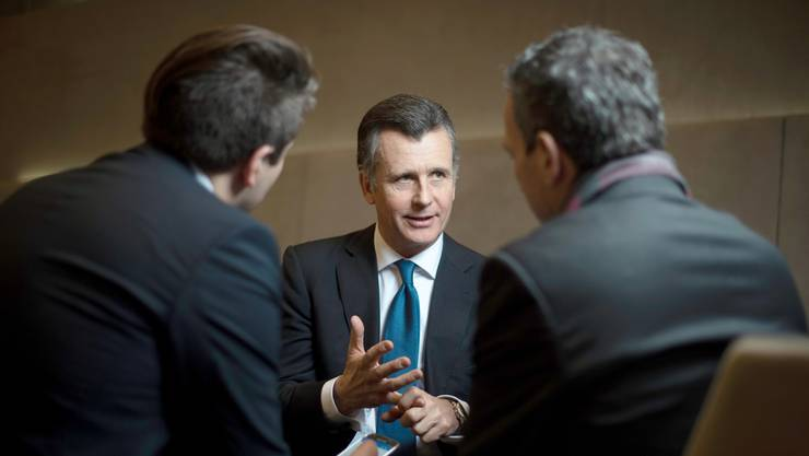 Philipp Hildebrand im Gespräch mit den Redaktoren Möckli (links) und Müller.