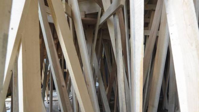 Unübersichtliches Konstrukt: Wie diese Installation ist auch die Architekturszene in Basel ein Labyrinth. Foto: Martin Töngi