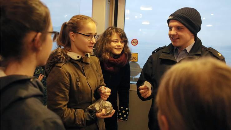 Der Eifer der Protestierenden war so gross, dass sie Jahresabos für 90 Franken mit Kleingeld kaufen wollten. Sabine Rock