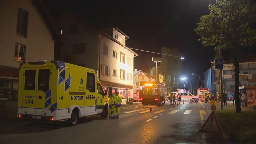 Zwei Personen werden bei Brand verletzt