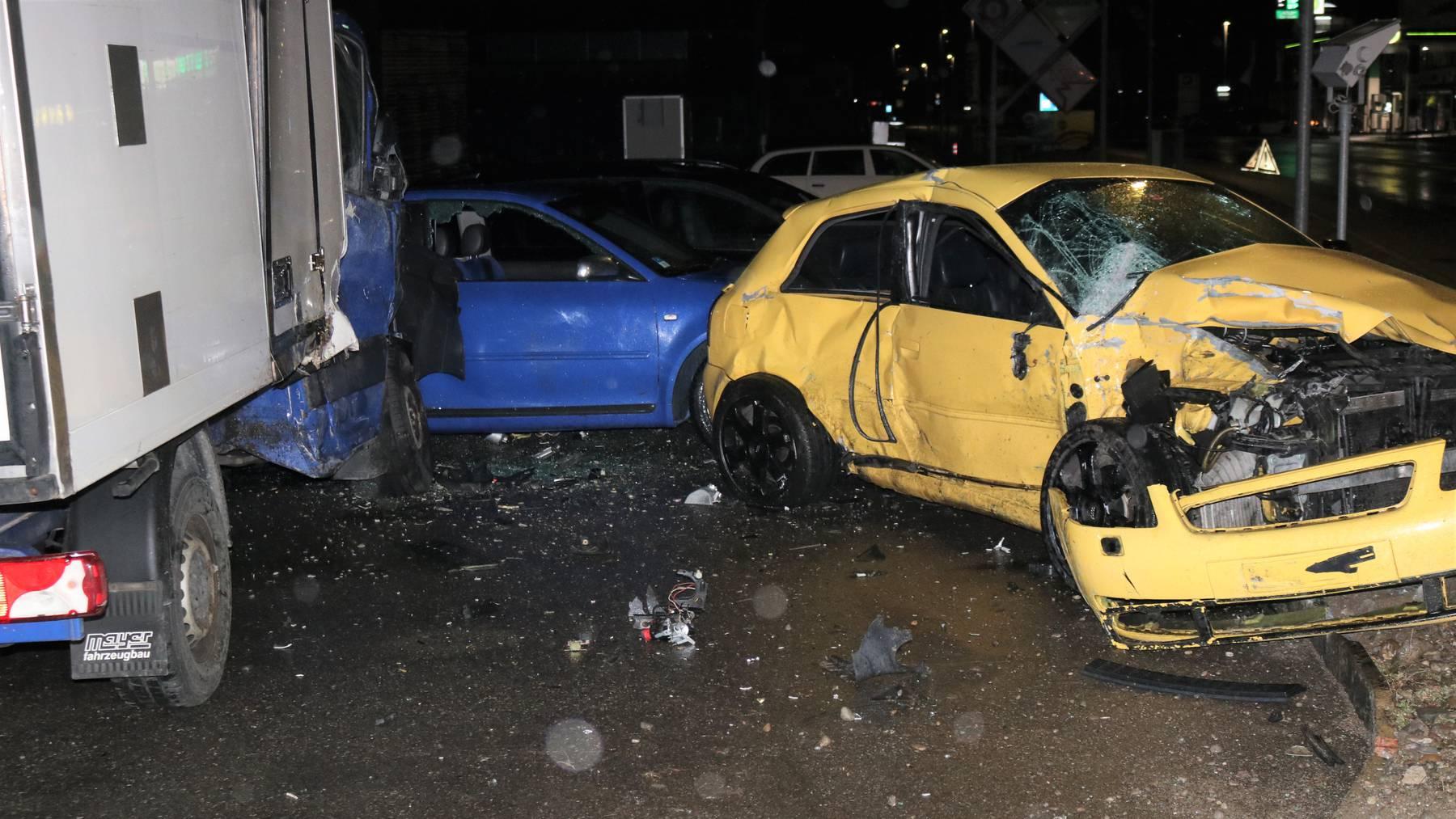 Der 21-Jährige beschädigte mehrere Autos.