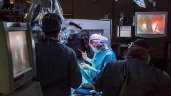 Ein Chefarzt vom Kantonsspital Aarau hat in über 500 Fällen medizinische Leistungen nicht korrekt erfasst. (Symbolbild)