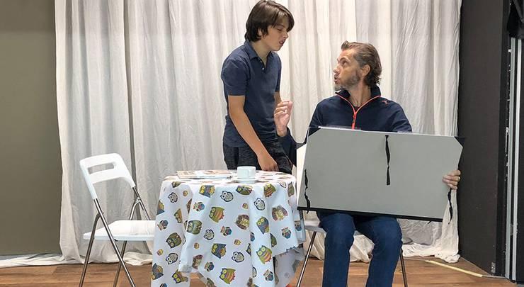 """Miro Nardini mit Lorenz Probst im Stück """"Vater und Sohn"""" im Theater Gänggi 2018"""
