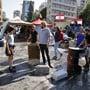 Demonstranten im Libanon haben am Mittwoch mit dem Abbau von Barrikaden begonnen. In Beirut gaben sie zentrale Strassen wieder frei.