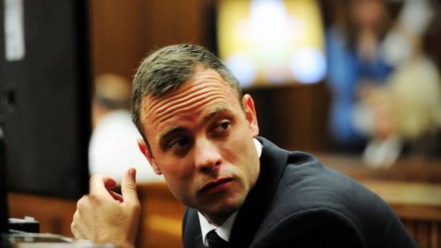 Sprintstar Oscar Pistorius ist des Mordes angeklagt (Archiv)