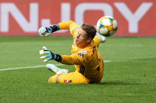 Basler Torhüter Jonas Omlin rettet seiner Mannschaft den Sieg.